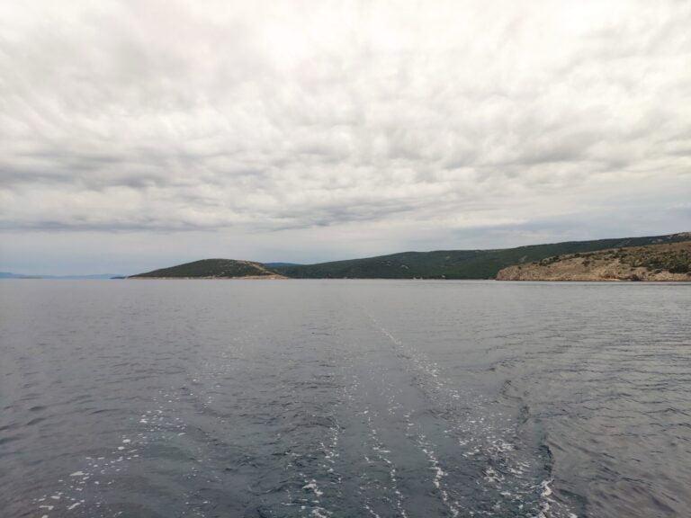 Ustrine bay